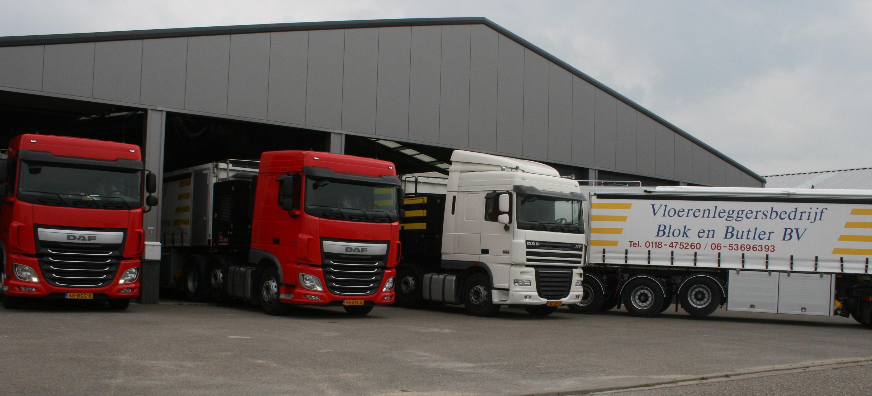 6 vrachtwagens groot materieel